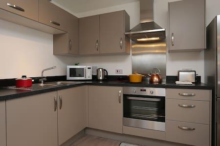 Brand New all White 2 Bed Apartment - Belvedere - Apartemen