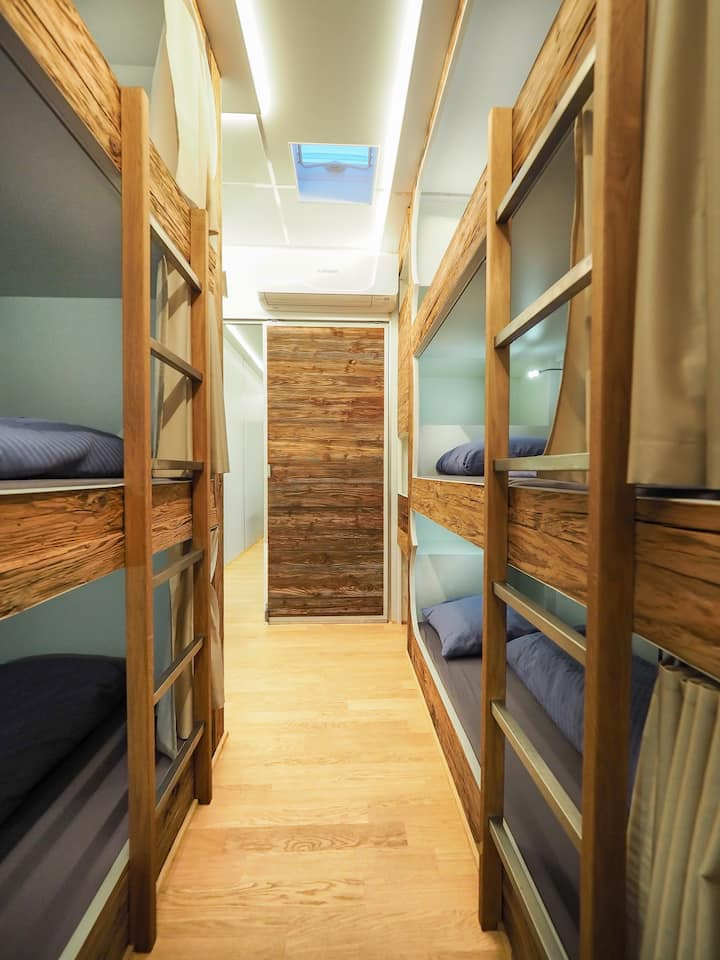 Extraordinary Sleep-Accommodation with 18 Beds