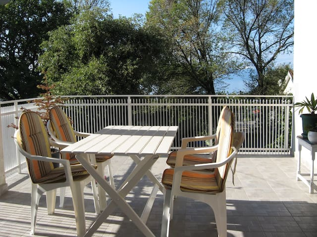A green oasis 70m from the sea - Njivice - Wohnung