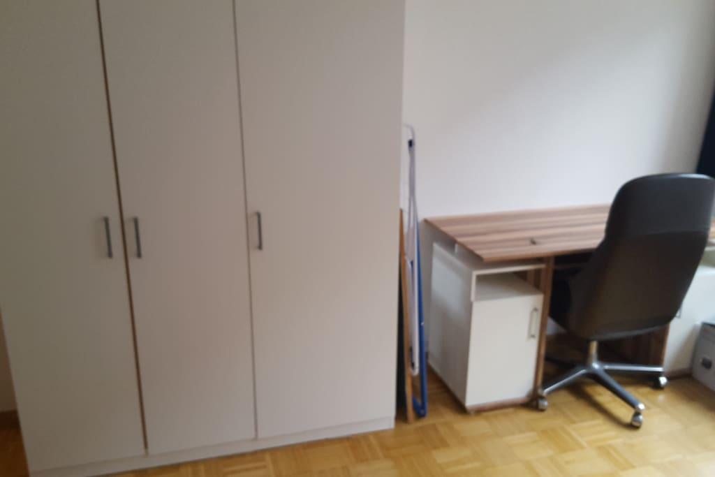 Schrank+Schreibtisch