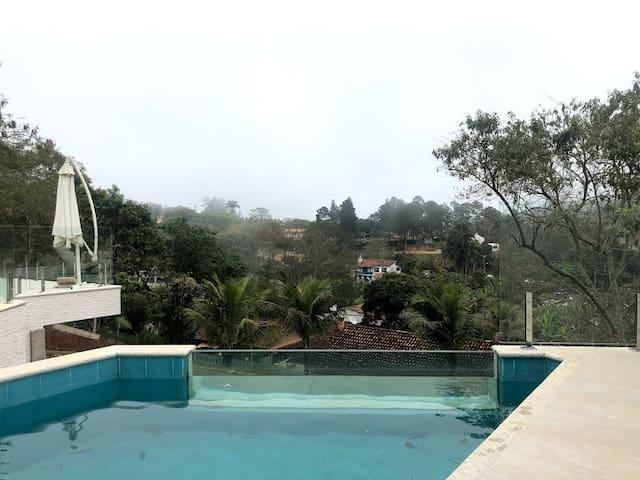 Casa com vista deslumbrante, Piscina,Campo gramado