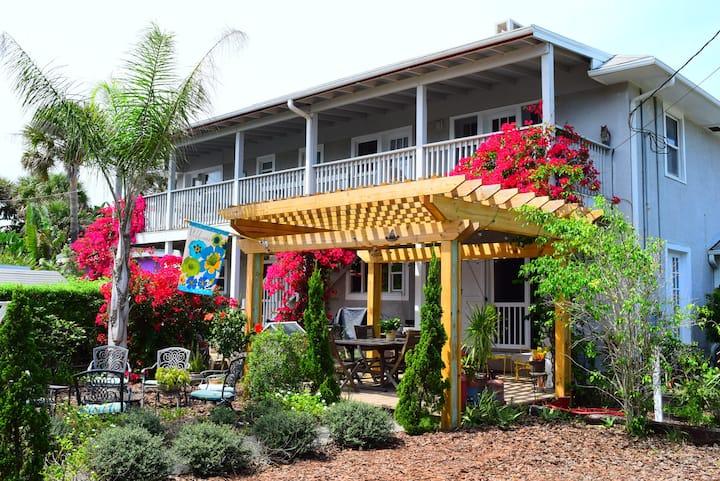#3The House on Crawford Ocean Peek (legal rental).