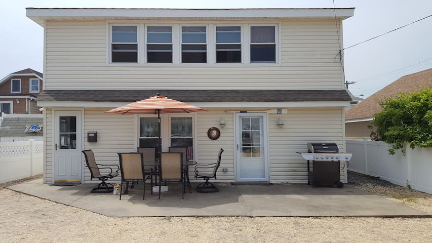 Shore to Please Immaculate Ocean Block 4 bedroom - Seaside Park - Apartment