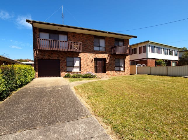 Excellent Location - Vincentia - CLOSE TO BEACHES AND SHOPS