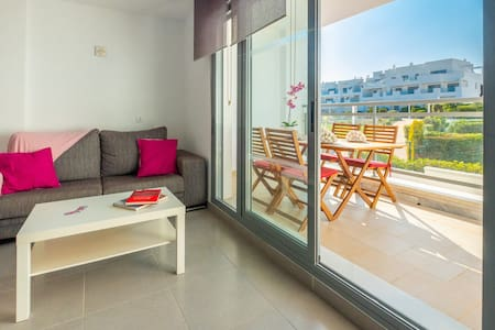 Modern holiday apartment with pool - Casa Grullo
