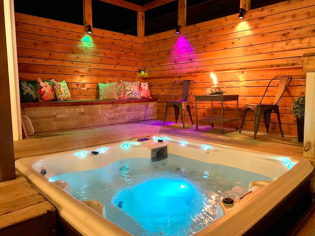 Modern Meets Vintage - Hot Tub ⭐️