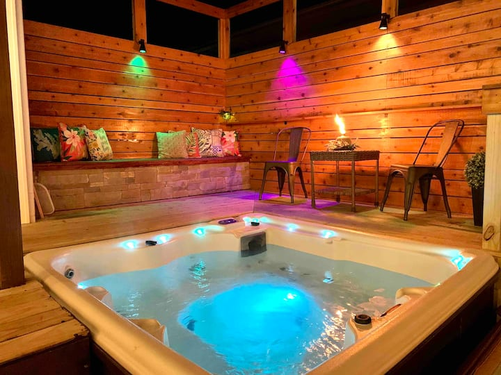 Modern Meets Vintage - Hot Tub! Sleeps up to 8!