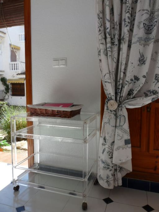 You find hier all the information about the house and Santa Pola