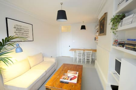 Beautiful Cosy Room in Victorian Flat, N1 - London