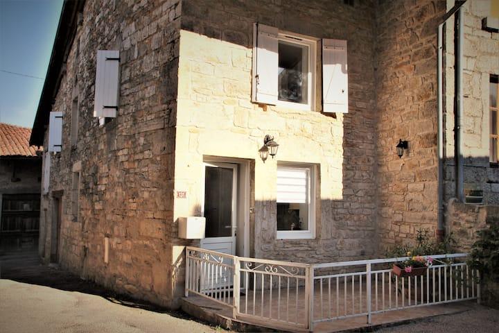 maison chaleureuse dans village viticole