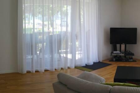 Geräumiges Zimmer in moderner WG - ซูริก