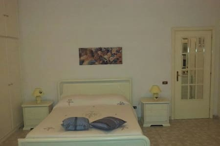 Splendida camera in villa nel verde - Rocca d'Arce   - Bed & Breakfast