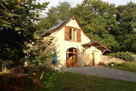 Une ancienne grange rénovée dans les Pyrénées - Féas