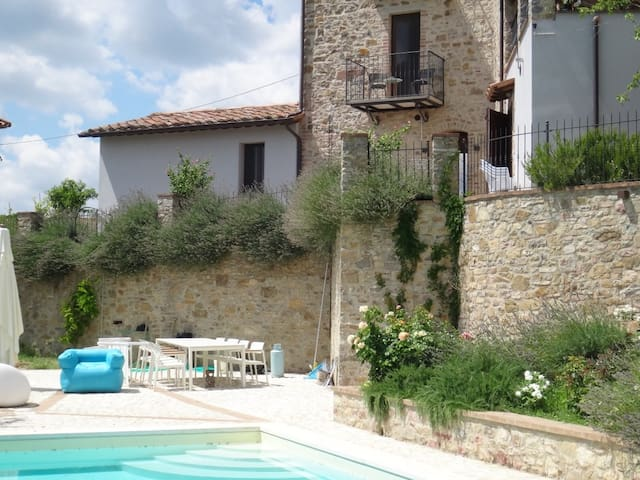 VILLAGE APARTMENT WITH  POOL - San Venanzo - Appartement