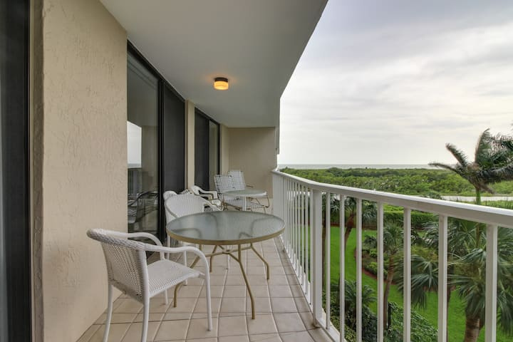 Elegant, Waterfront Condo w/ Shared Hot Tub, Pool & Tennis - Walk to Beach!