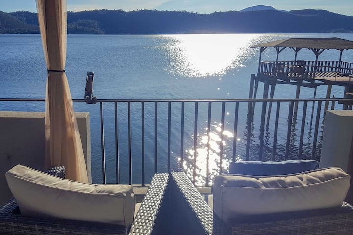 Lakefront Retreat w/ Dock, Paddle Boards & Kayaks!