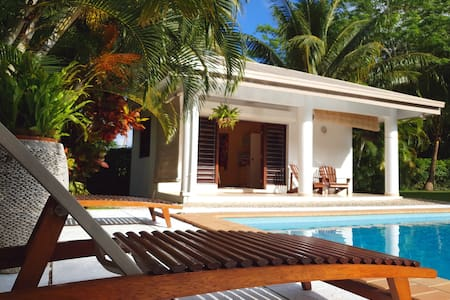 Mele Palms Oasis - 50 meters to the beach!