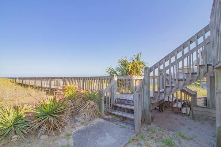 Ocean Mist Lower - Oceanfront, Pet-friendly, Great location in Kure Beach!