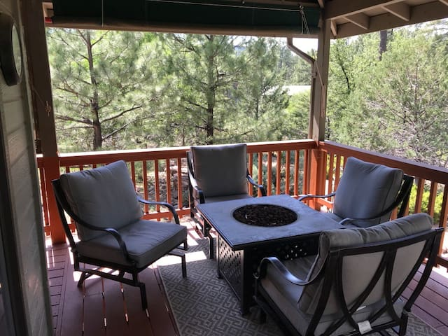 Cool and Quiet Mountain Escape in the Tall Pines