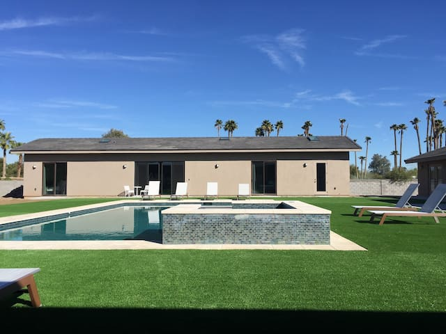 3bed/3bath - Guest house and pool house on an Arce