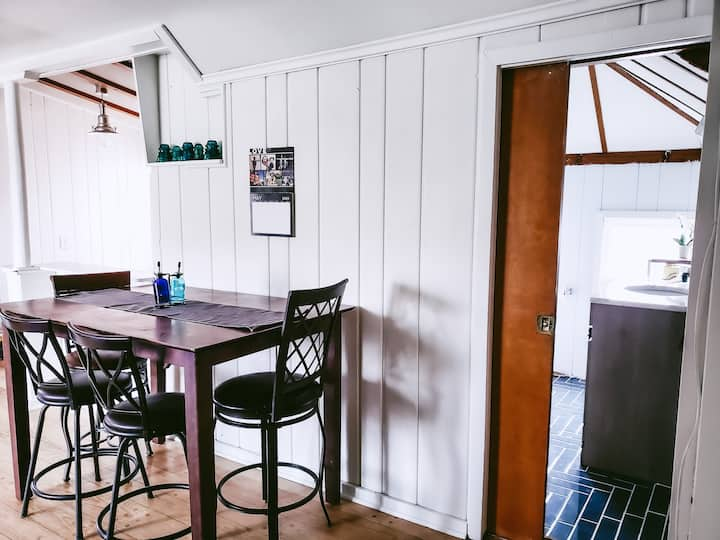Cute cozy 2BR apartment in Bay View