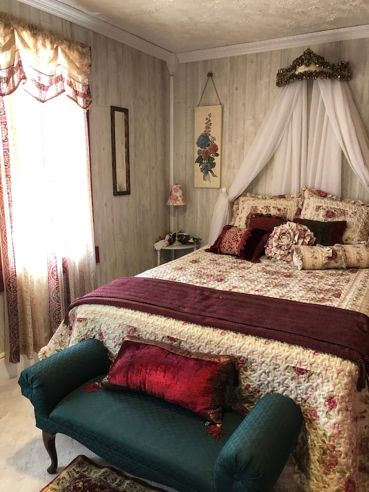 Glitterie Fox Inn Victoria's Room