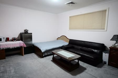 30sqm 10평,oven,128lt fridge in room - Cherrybrook