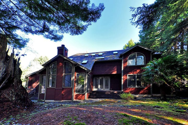 Luxury Arcata Redwood Retreat near HSU