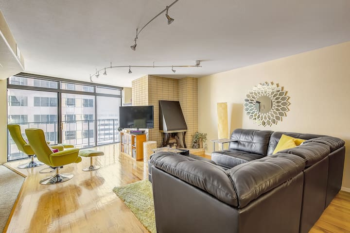 LoDo Loft with City Views! Sleeps 4!