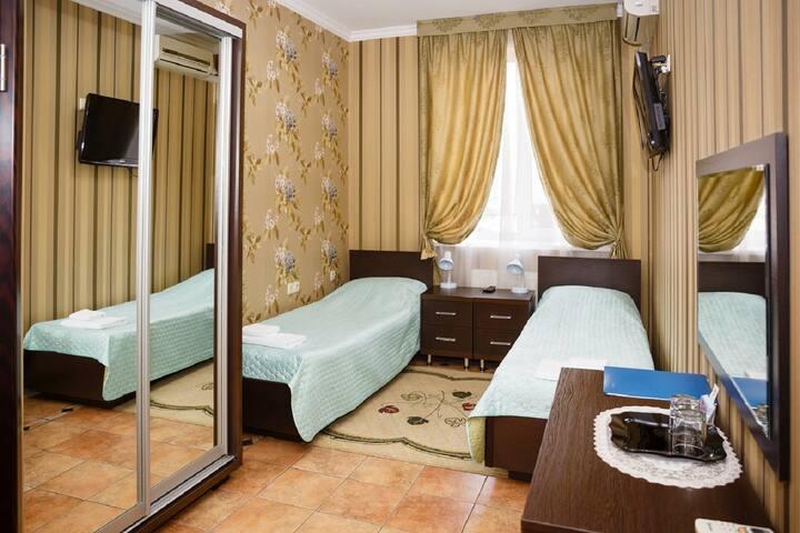 Номер с 2 отдельными  кроватями на Селезнёва