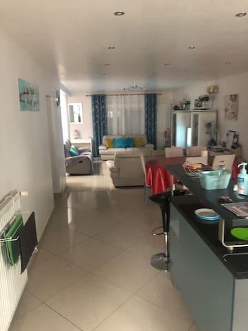 Chambres dans une maison grande, calme et propre
