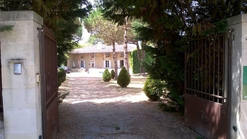 Maison de famille d'Aillas - Aillas