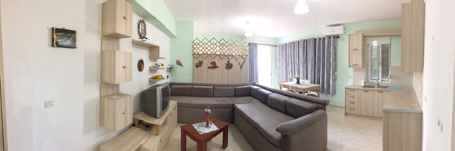 Entire home with a garden downtown Saranda