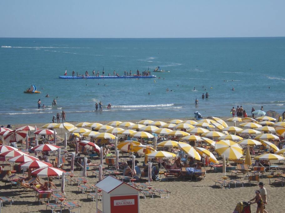 Spiaggia privata davanti Hotel Tizianbeach