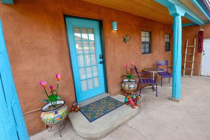 Casita Guadalupe:  walkable & quiet, parking & A/C