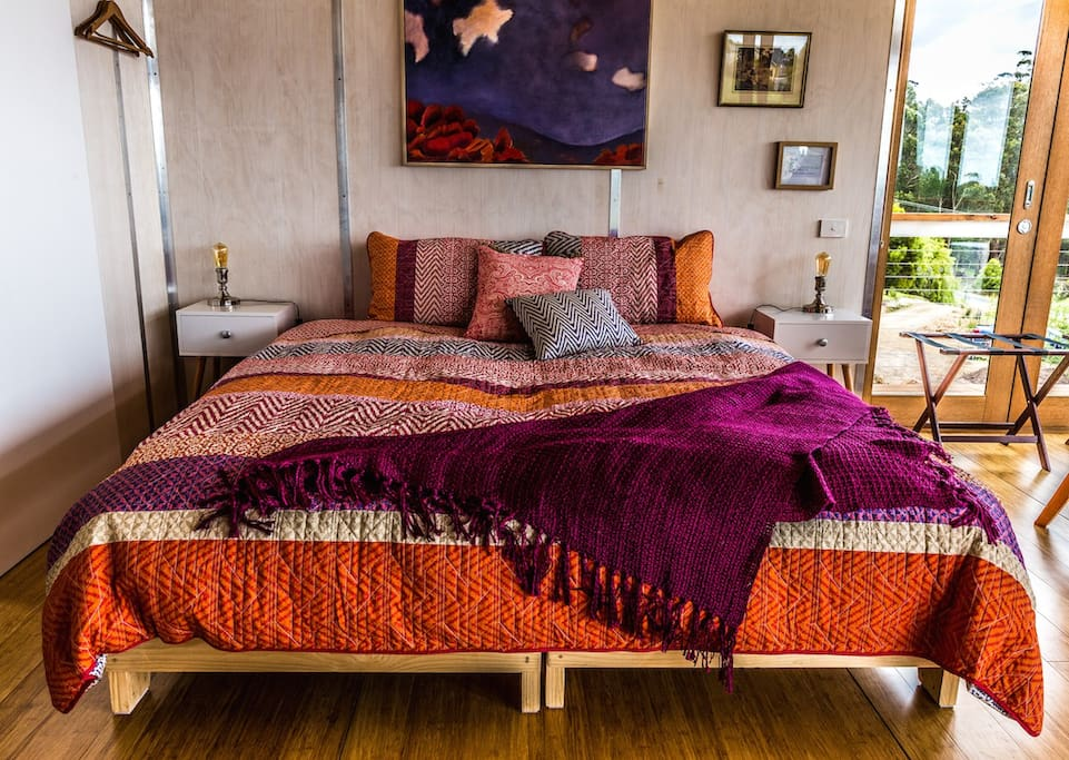 King size bed, that can be configured as two king singles