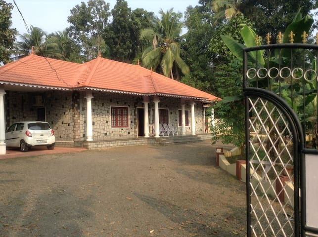 KOTTAYAM,Bakker junction 4 Bhk single stored house