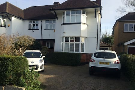 Large Double with Ensuite in Leafy London Suburb - Pinner