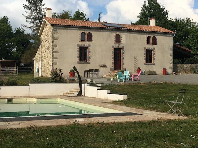 La Jolivetière - Saint-Florent-des-Bois - Hus