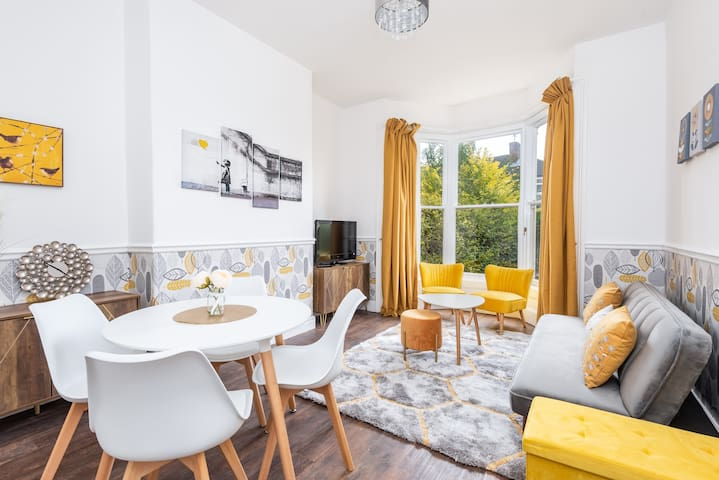 Newly Renovated, 1 Bed Flat with Outdoor Space