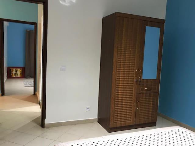 Appartement de deux chambres salon au RDC