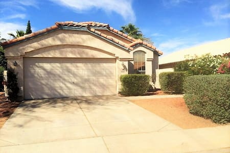 Private Queen Bdrm 15mins from PHX Airport - Chandler - House