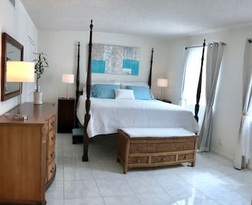 Spacious 2 bed /2 ba /2 garage Ft.Lauderdale Beach