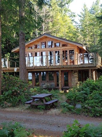 Savary Island- Tranquil Log Cabin