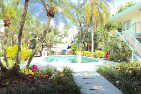 Aquamar poolside efficiency 4A - Fort Lauderdale