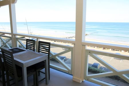 T4 85m2 + Terrace 15m2 SEA VIEW, 8 people, Free WIFI, parking included, N°6