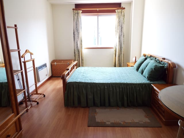 Downtown double bed room with private bathroom - Aveiro - อพาร์ทเมนท์
