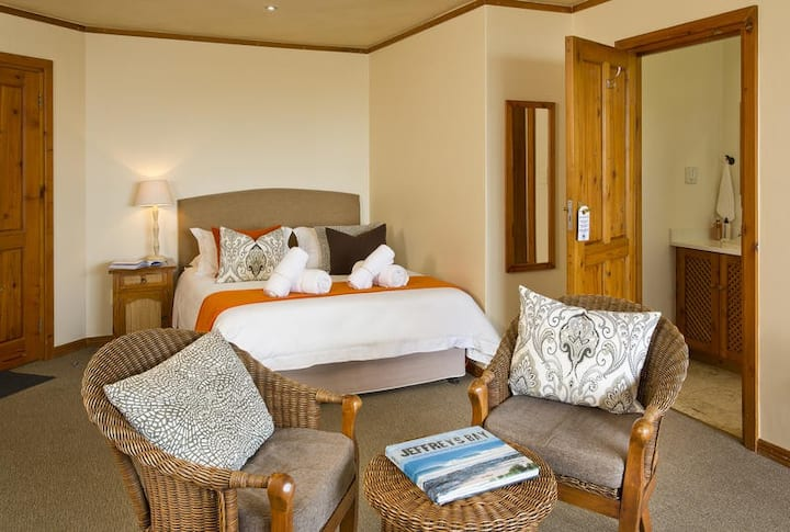 African Perfection 1: Room 6 - Sea View Suite