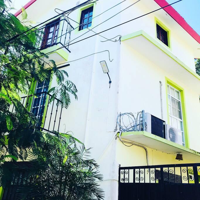 Fachada exterior de la propiedad
