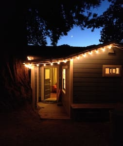 Redwood Studio cozy retreat for two, walk to town! - Guerneville - Departamento